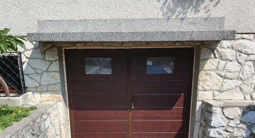 Zakaj izbrati enokrilna ali dvokrilna garažna vrata?