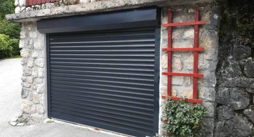 Garažna vrata Hanus v soseski Grajski dvori kar 30 % ceneje!